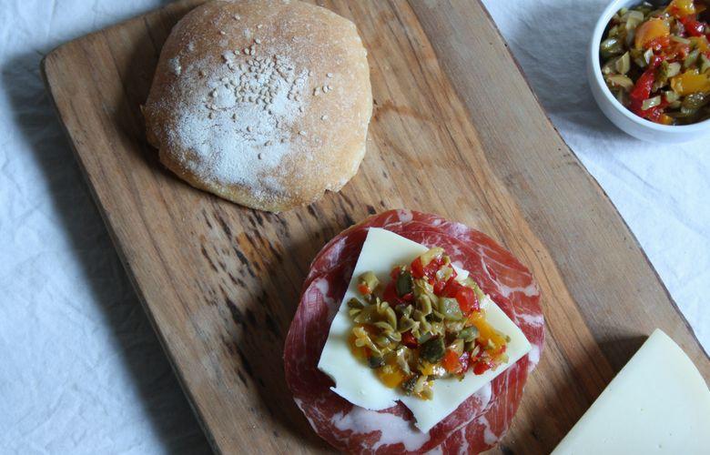 muffuletta di new orleans classico panino italo-americano
