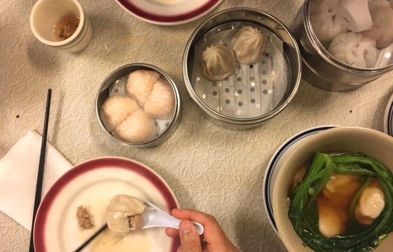 piatti in un ristorante cinese di Chinatown a New York