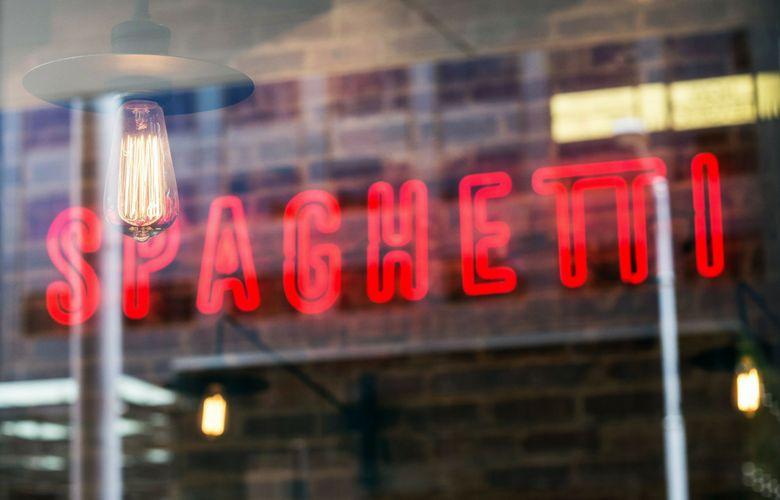 insegna di un ristoranti di spaghetti a brooklyn