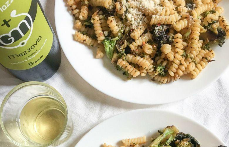 vino per pasta con broccoli e acciughe