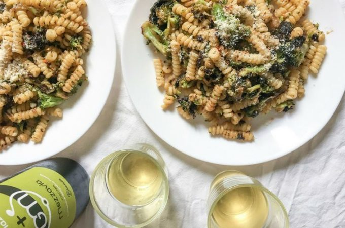 what to drink with broccoli and anchovy pasta